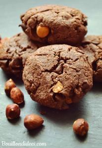 Cookies double choco & noisettes (sans GLO - sans gluten, sans lait - PLV ou Lactose, sans oeuf) gros plan Bouillondidees