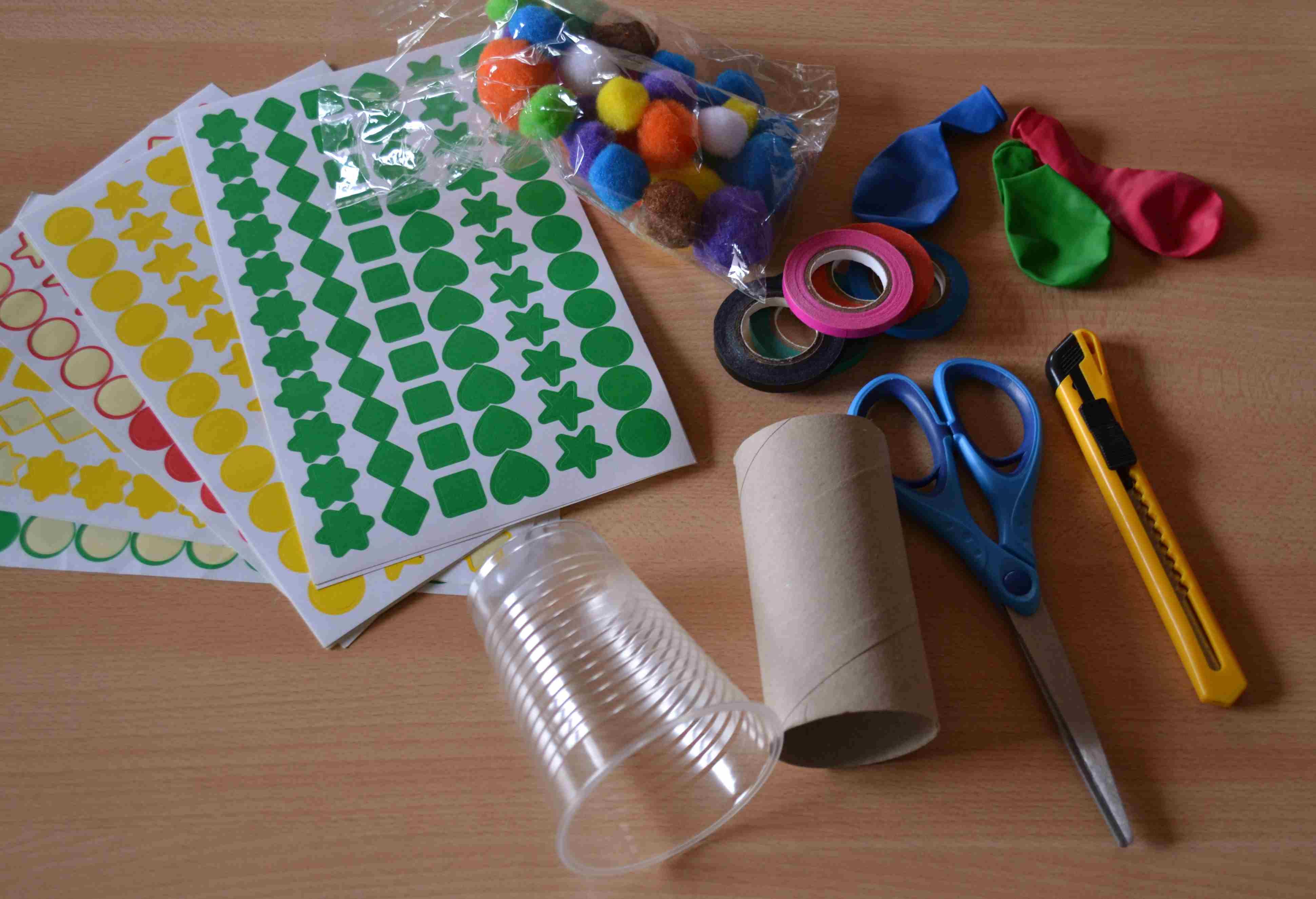 6842535a0fc Check List   canons à pompons (DIY enfants pour carnaval