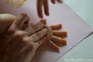Bledina fete les papas DIY Fête des pères carte coq poussin bledichef empreinte main bébé peinture doigt 2