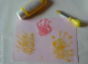 Bledina fete les papas DIY Fête des pères coq poussin empreinte main bébé
