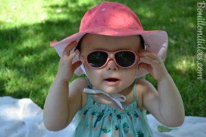 Profiter du soleil avec bébé chapeau Kapel Lunettes Jokaki Ki Et La bébé Bouillondidees