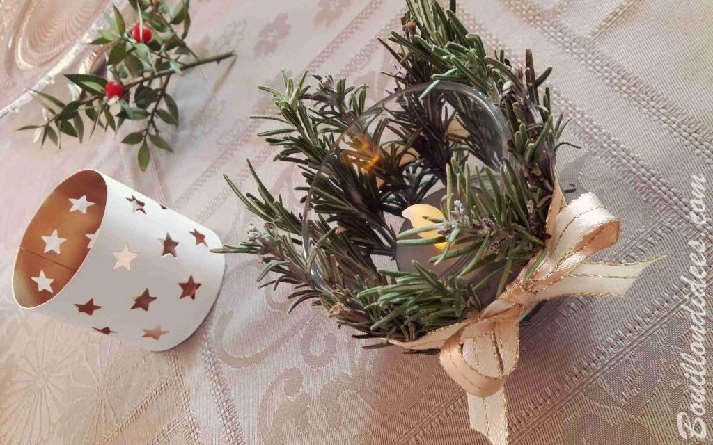 Déco de table pour les fêtes : des photophores en sapin ou romarin pour une lumière naturelle à table (DIY Noël Bouillon d'idées)