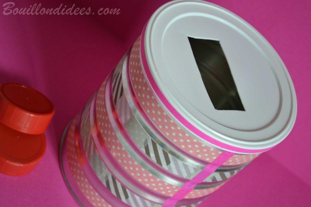 Fabriquer une boîte à formes, une boîte à tri pour bébé (DIY - bricolage avec boîtes à lait de bébé) avec bouchons