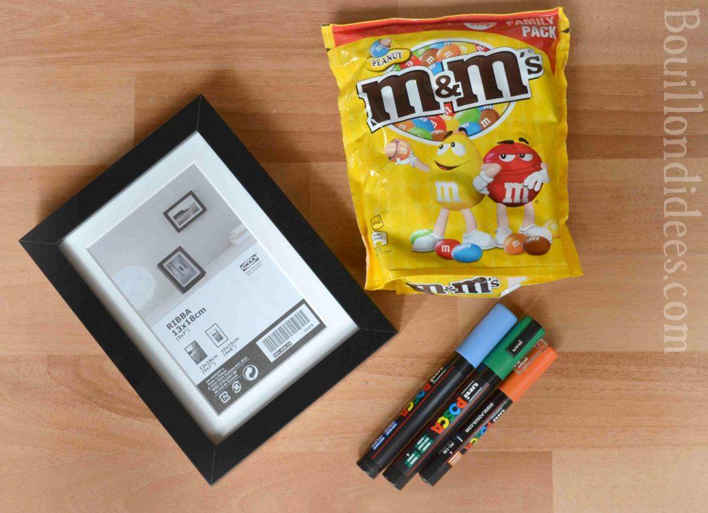 """Une idée de cadeau à bricoler : un cadre rempli de M&M's """"Brisez la glace en cas d'urgence"""" (DIY cadeau école maîtresse Atsem nounou) matériel"""