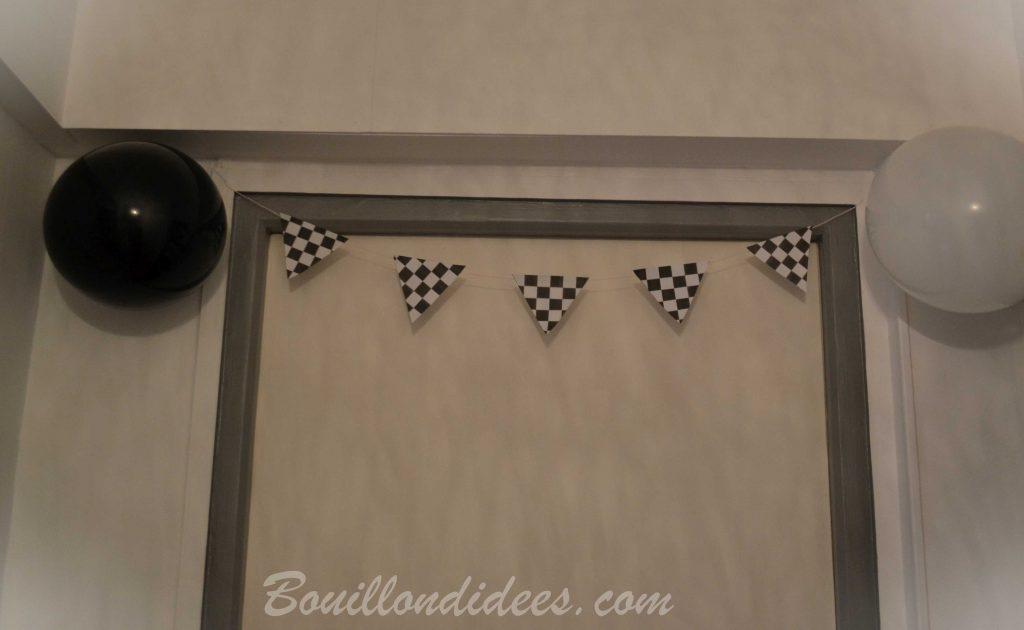 Un anniversaire sur le thème de Cars & des courses de voiture - guirlande damier de course