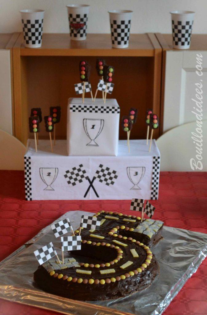 un anniversaire sur le th me de cars des courses de voiture. Black Bedroom Furniture Sets. Home Design Ideas