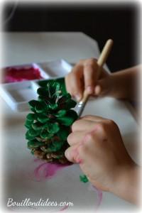 DIY Noël, sapin en pomme de pin peinture Bouillondidees