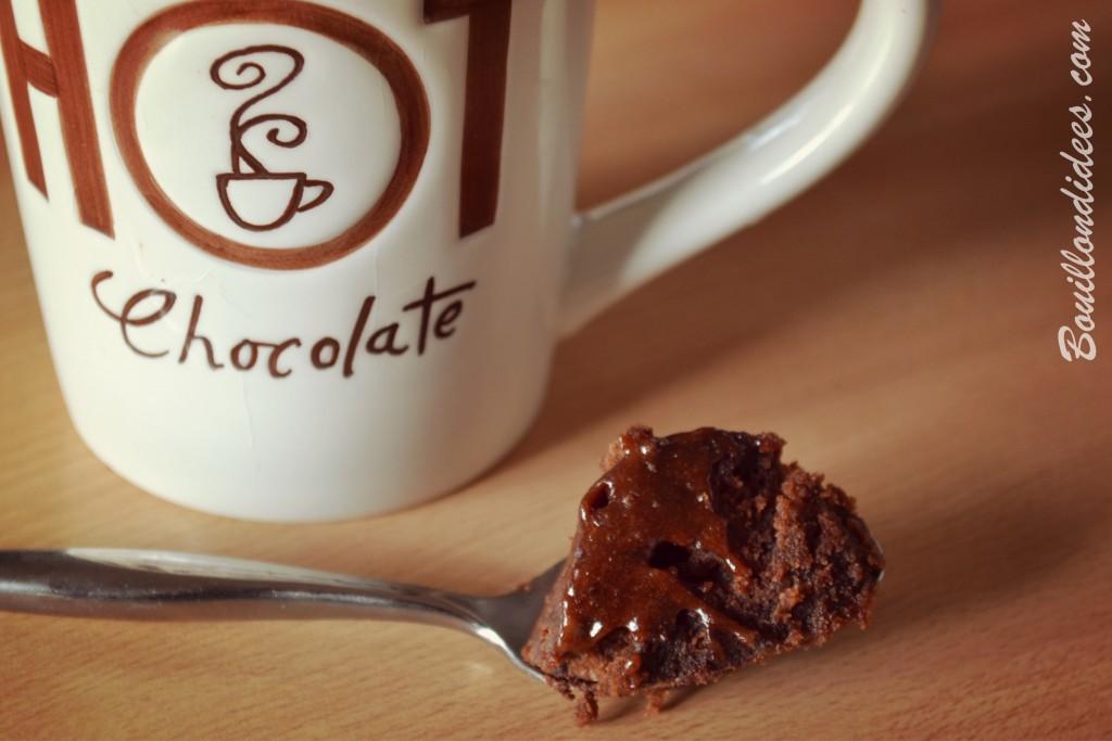 Mug cake choco façon brownie, avec pépites, chocolat, sans GLO, sans gluten, sans lait, sans PLV, sans lactose, jaune d'oeuf moelleux Bouillondidees