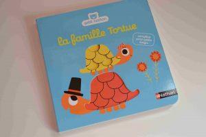 Livres à toucher premiers livres bébé La famille Tortue (Petit Nathan) Bouillondidees