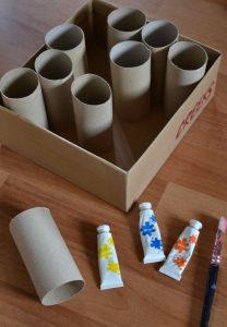 Créer une boîte à crayons avec une boîte à chaussures et des rouleaux de papier de toilette (DIY Rentrée - Rangement)