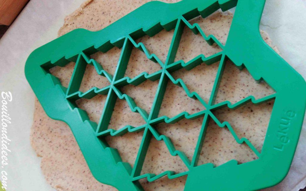 Sablés de Noël à la noisette sans GLO (sans Gluten, sans Lait, sans œuf) avec le Moule Lékué Christmas Tree Cookie Cutter