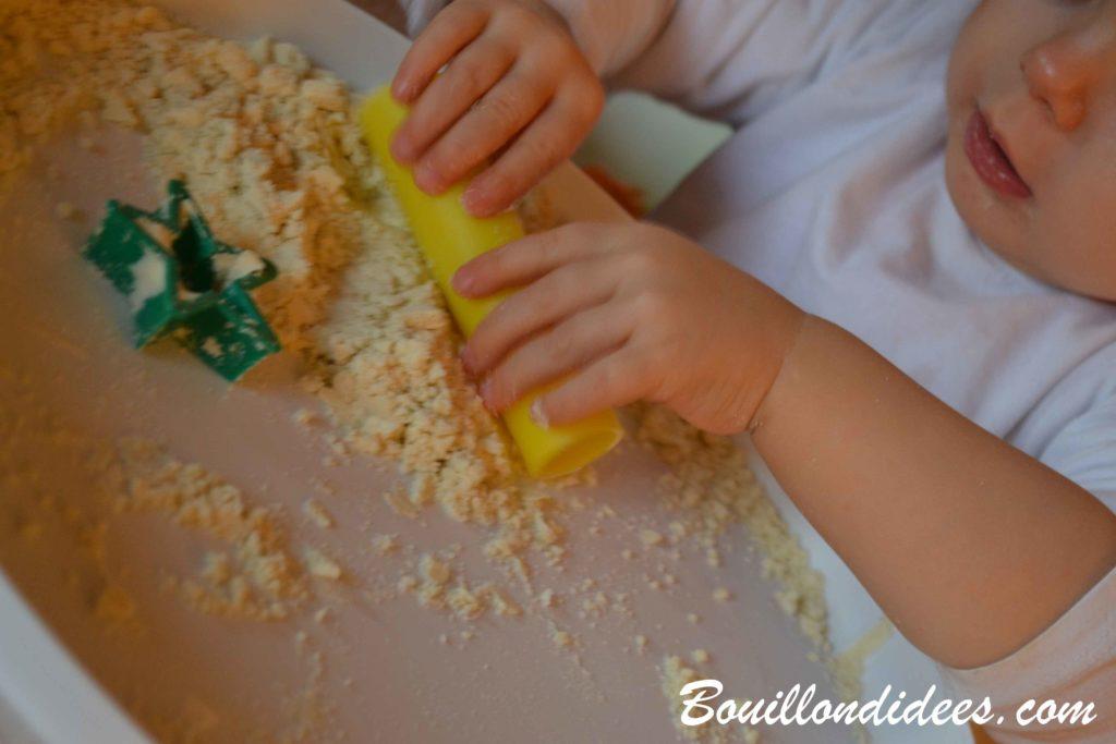 Fabriquer facilement du sable magique maison - activité enfants